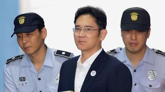 Lee Jae-yong, Samsung Group heir arrives at Seoul Central District Court to hear the bribery scandal verdict on August 25, 2017 in Seoul, South Korea. REUTERS/Chung Sung-Jun/Pool *** Local Caption *** Lee Jae-yong