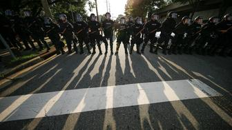 Police in riot gear cordon off a street as counter-protesters gather after a report of a rally by white nationalists was disseminated over social media, in Durham, North Carolina, U.S. August 18, 2017. REUTERS/Jason Miczek
