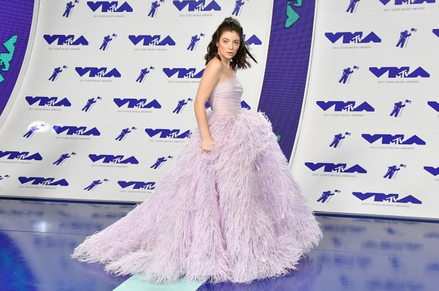 Lorde Doesn't Sing A Word At The VMAs And Is Totally
