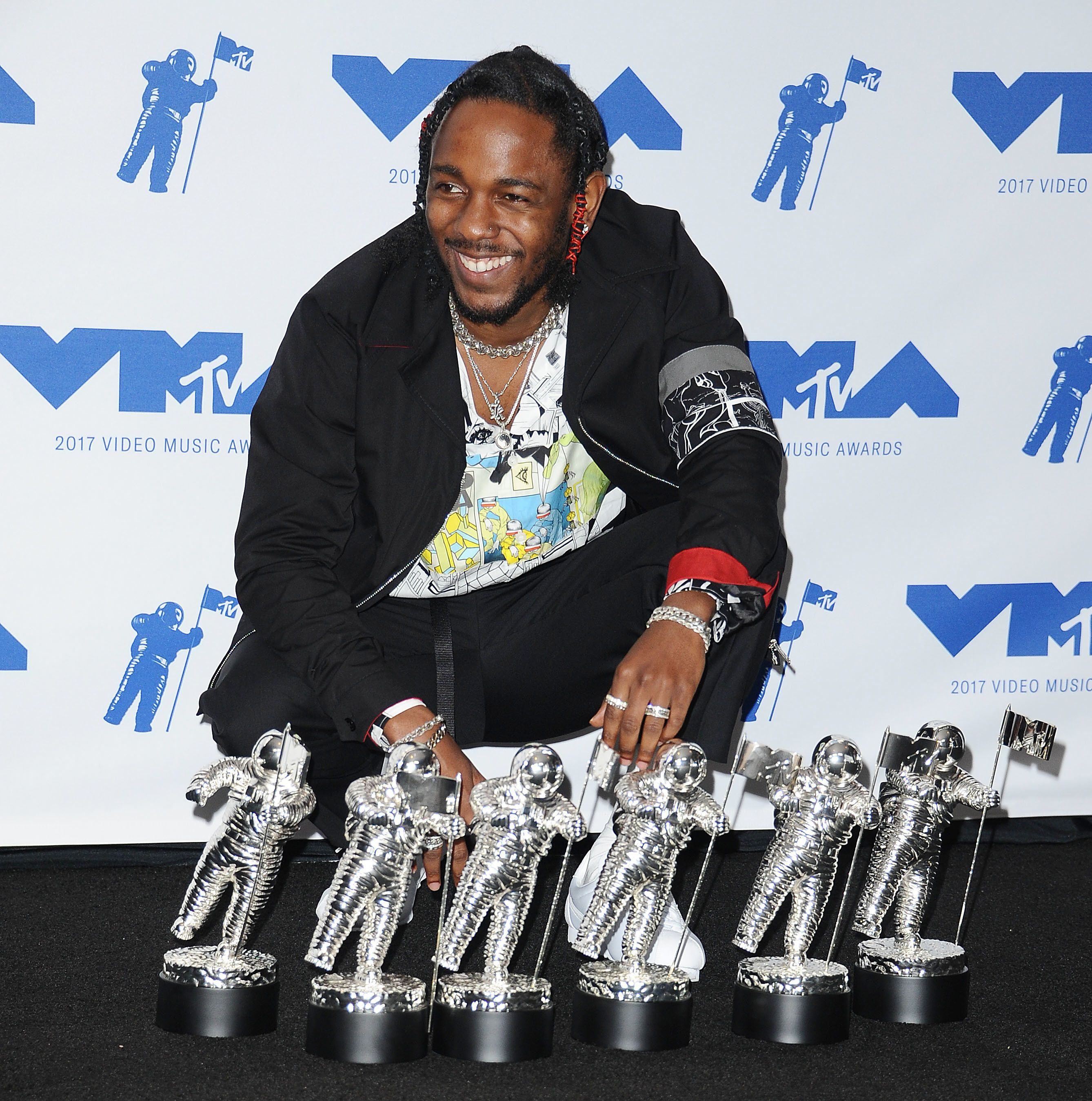 Kendrick Lamar Storms VMAs With Killer Performance AND Most