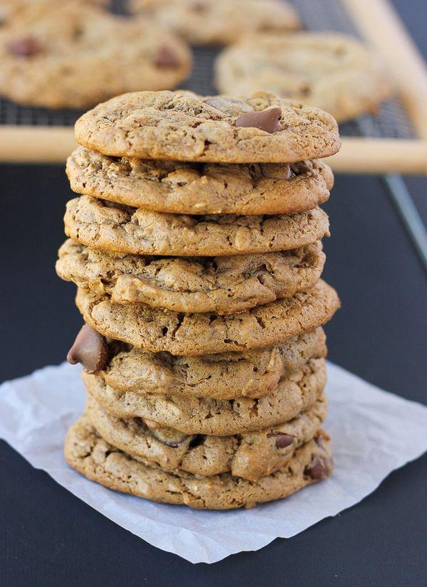 "<strong>Get the <a href=""http://blog.meaningfuleats.com/flourless-oatmeal-almond-butter-chocolate-chip-cookies-gluten-free-da"