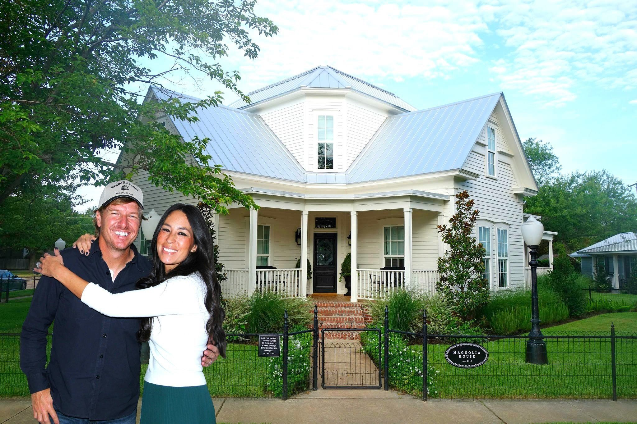 This Is What It S Like To Stay At Chip And Joanna Gaines Magnolia