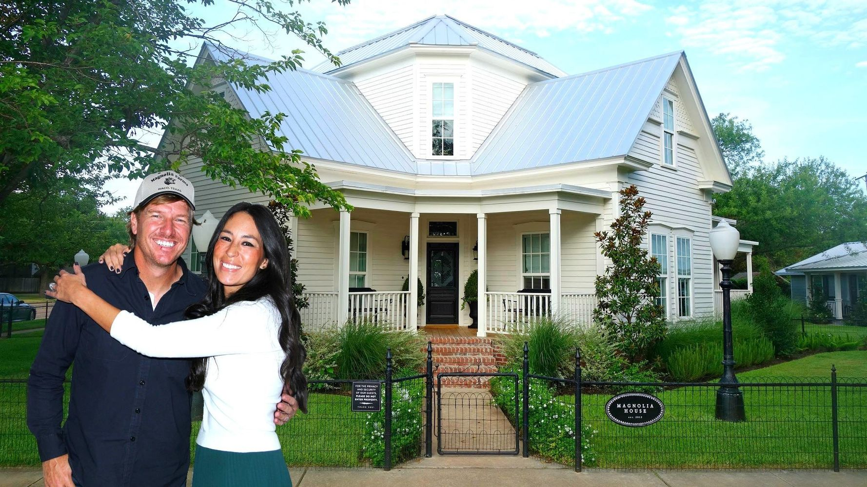 This Is What It S Like To Stay At Chip And Joanna Gaines Magnolia House Huffpost Life
