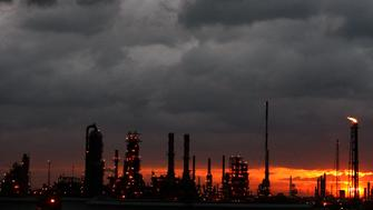 Dark clouds are seen above a refinery as Hurricane Ike approaches the Gulf of Mexico near Houston, Texas September 12, 2008. Massive Hurricane Ike bore down on the Texas coast on Friday, driving a wall of water into seaside communities and threatening catastrophic damage. REUTERS/Carlos Barria (UNITED STATES)