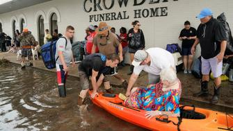 People wait to be evacuated from flood waters from Hurricane Harvey in Dickinson, Texas August 27, 2017. REUTERS/Rick Wilking