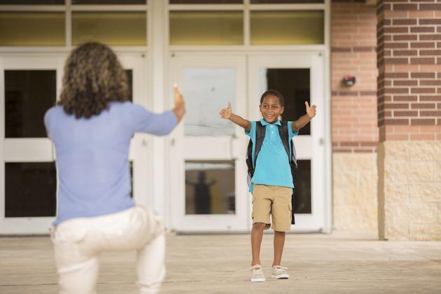 Cómo los padres pueden sobrellevar la ansiedad de que sus hijos vayan al