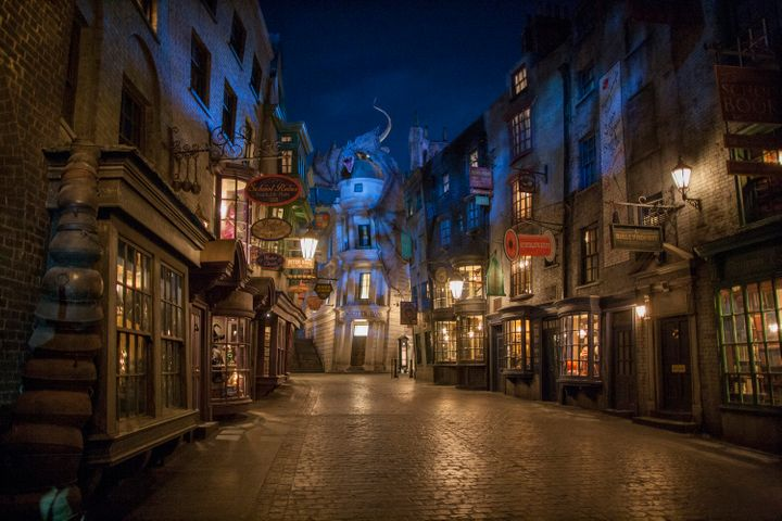 <p>Diagon Alley includes dozens of wizarding shops, dining experiences, and the thrilling ride Harry Potter and the Escape from Gringotts!</p>