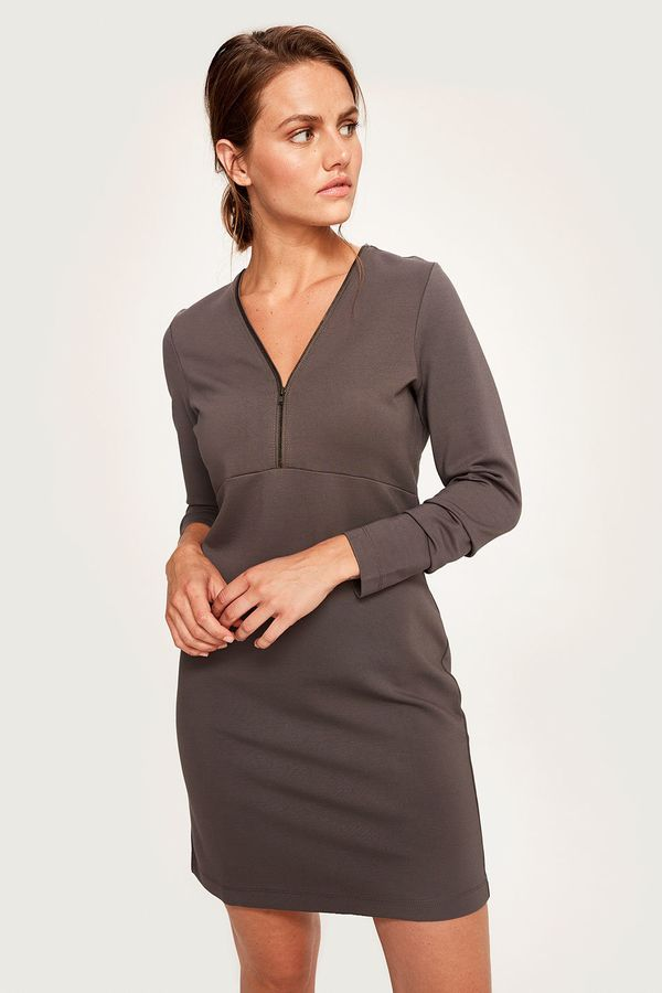 """<a href=""""https://www.lolewomen.com/shop/features/fall-dresses/lsw2555.html?colorcode=G288"""" target=""""_blank"""">Shop it here</a>.&"""