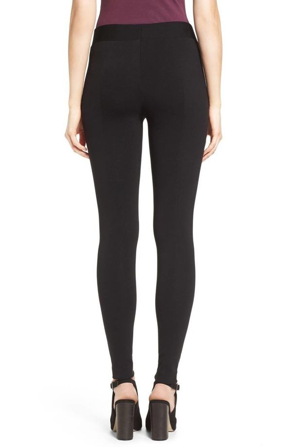 With over 752 reviews averaging at 4.5 stars, I think it's safe to say theseleggings with back seams that run from wais