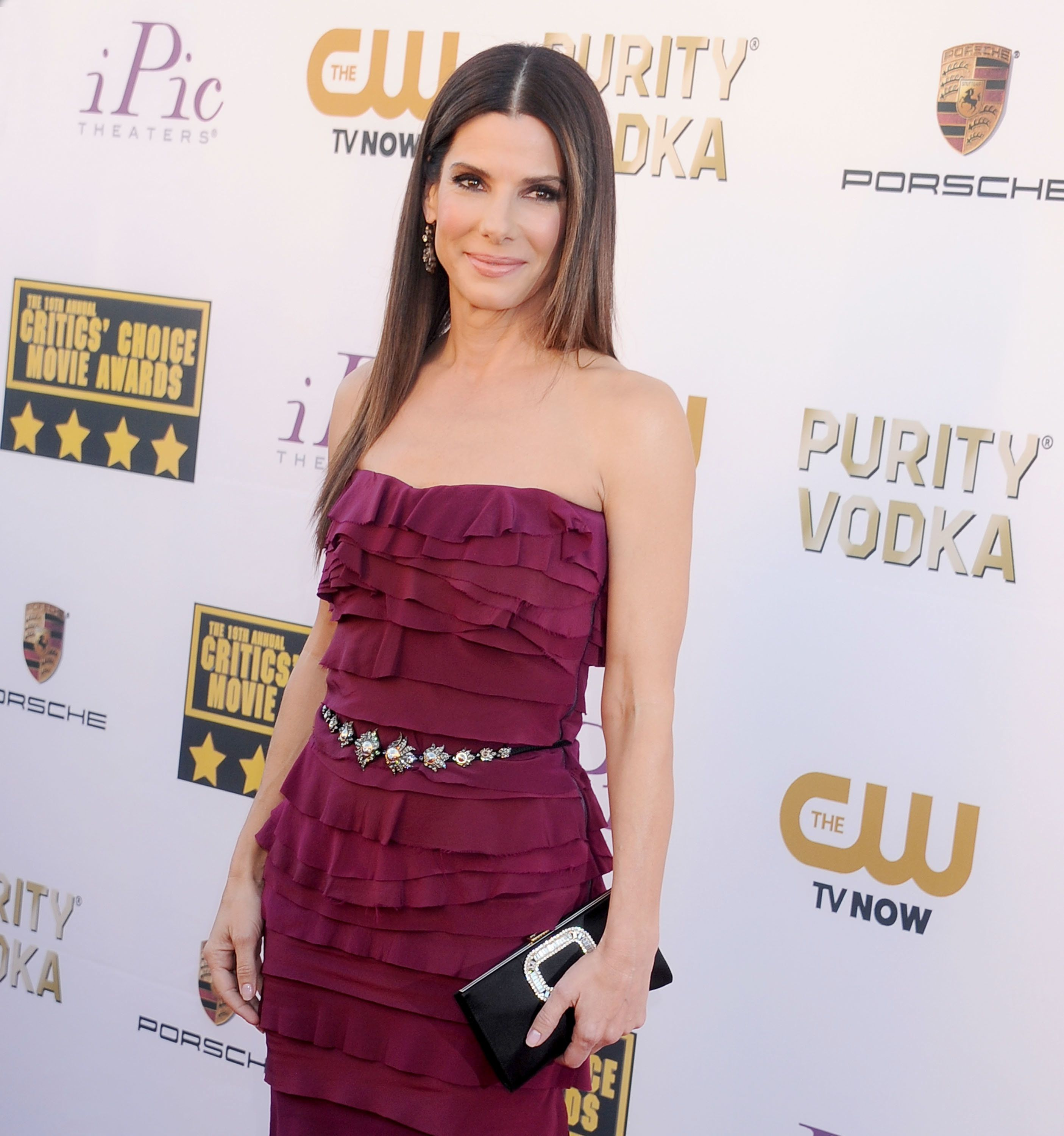 SANTA MONICA, CA - JANUARY 16: Actress Sandra Bullock arrives at the 19th Annual Critics' Choice Movie Awards at Barker Hangar on January 16, 2014 in Santa Monica, California.  (Photo by Gregg DeGuire/WireImage)