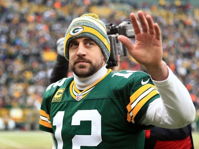 Aaron Rodgers waives to hometown crowd during Packers game