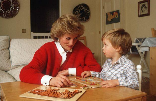 La princesa Diana y el príncipe Guillermo en el Palacio de Kensington.