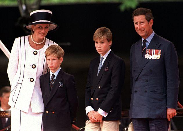 La princesa Diana, el príncipe Enrique, el príncipe Guillermo y el príncipe Carlos. Londres,