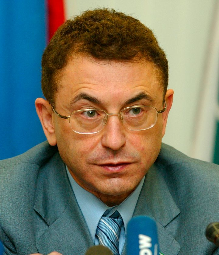 Simon Kukes, former chief executive of Russian oil giant Yukos, speaks at a November 2003 news conference in Moscow.