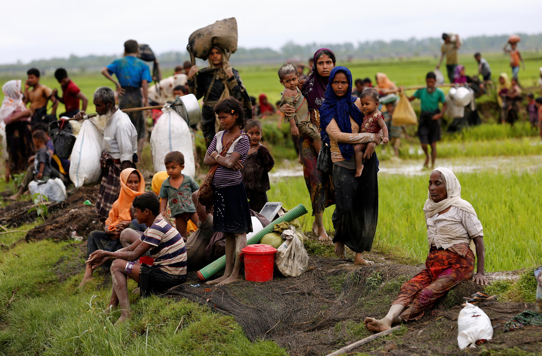 Rohingya refugees rest after travelling over the Bangladesh-Myanmar border in Teknaf, Bangladesh, September 1, 2017. REUTERS/Mohammad Ponir Hossain