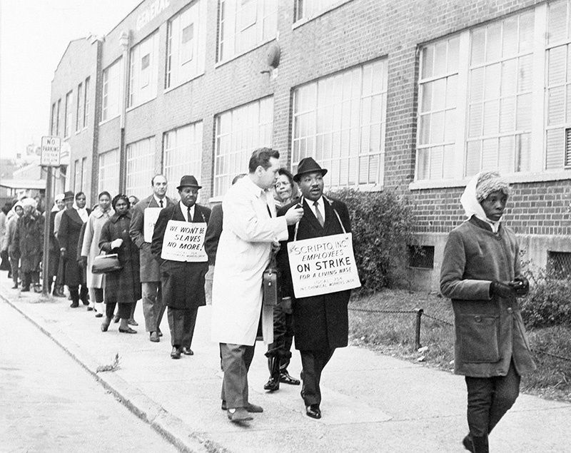 King joining a union picket line