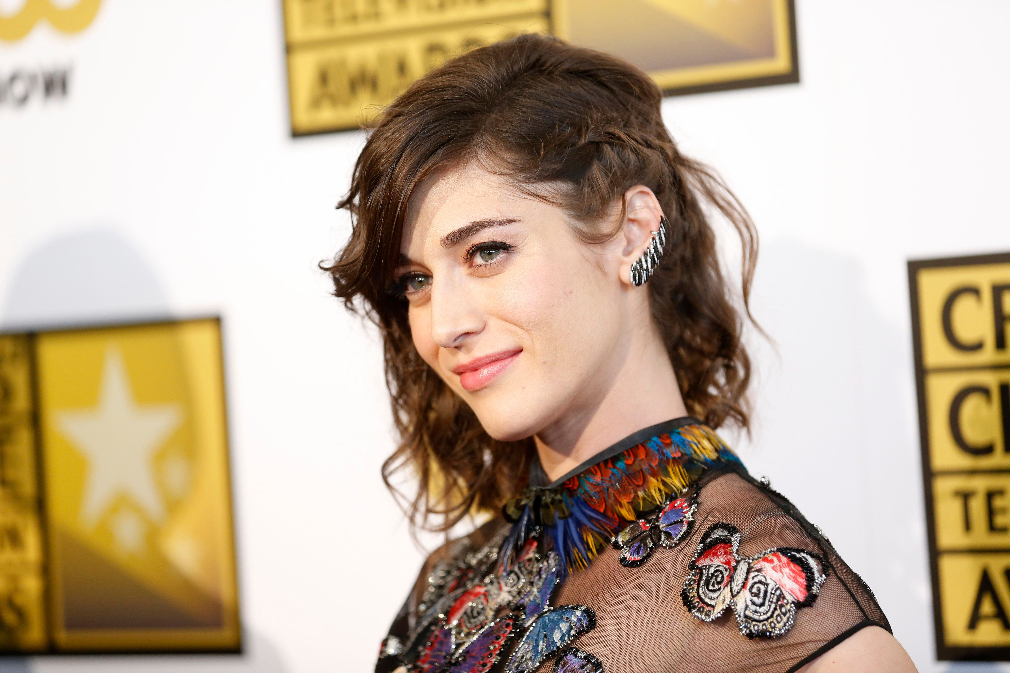 Actress Lizzy Caplan poses at the 4th annual Critics' Choice Television Awards in Beverly Hills, California June 19, 2014. REUTERS/Danny Moloshok (UNITED STATES - Tags: ENTERTAINMENT)