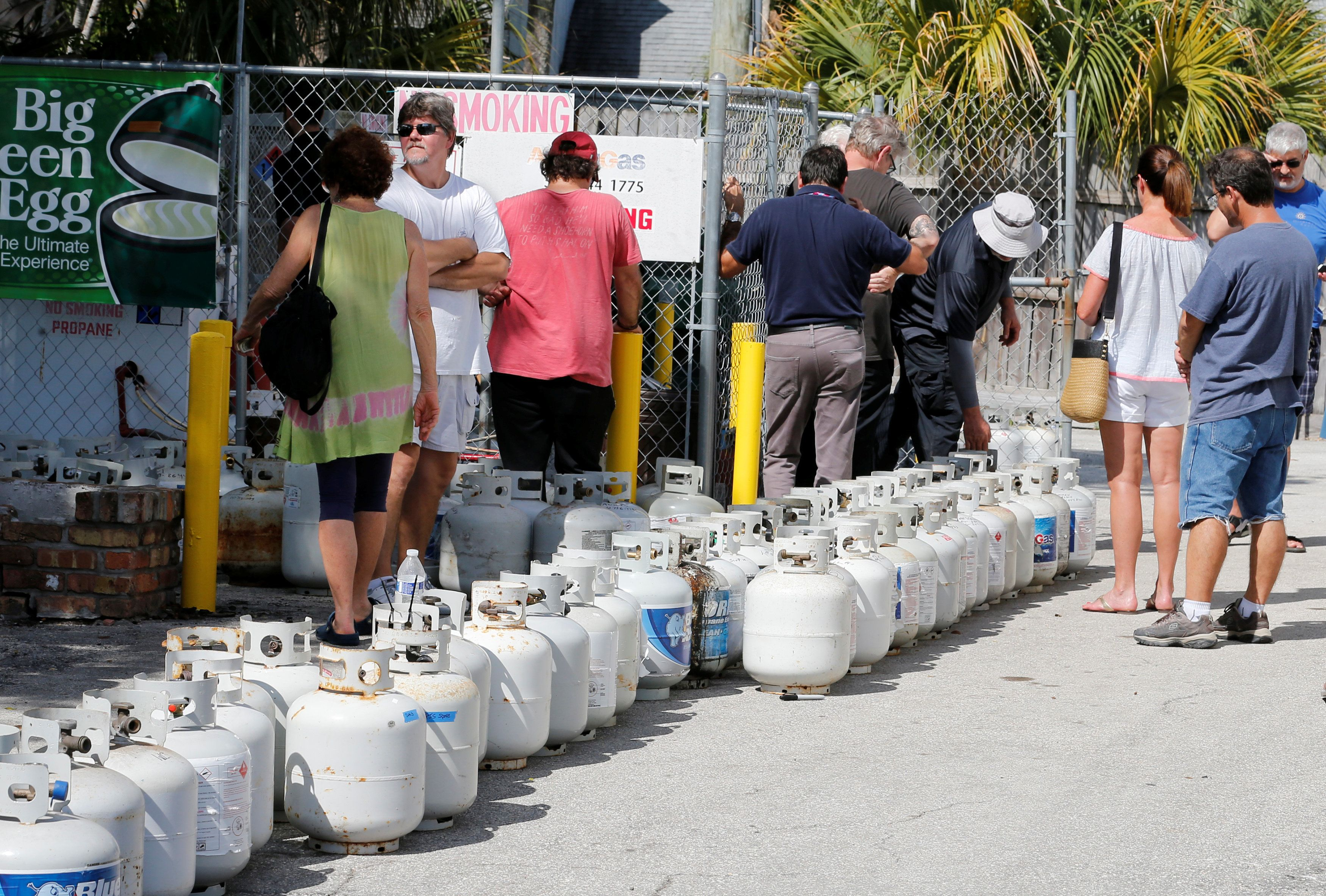 Residents wait in line to purchase propane gas at Lee's Barbecue Center in Boca Raton, Florida, as they continue to prepare for Hurricane Irma's expected arrival, September 6, 2017. REUTERS/Joe Skipper