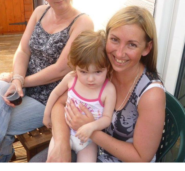 Michellewith her daughter Ellie in May 2008