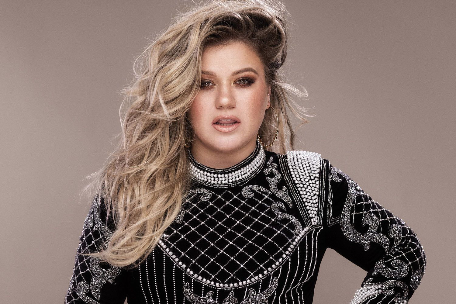 Kelly Clarkson Opens Up About Her Decision to Spank Her Two Kids pics