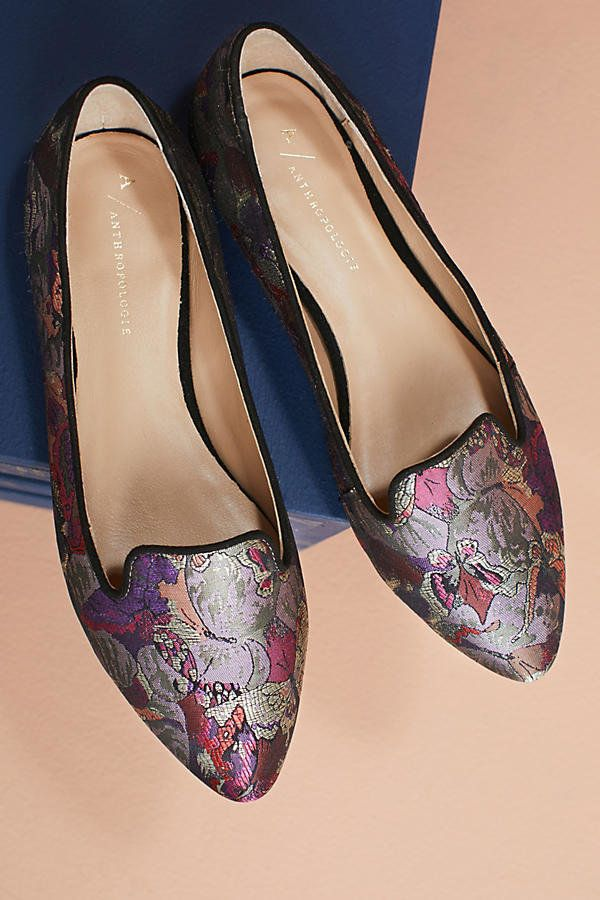 The richly woven prints and intricate patterns that define Brocade style are back. You'll find its glittering stitches m
