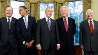 From L-R, former President George H.W. Bush, President-elect Barack Obama, President George W. Bush, former President Bill Clinton and former President Jimmy Carter meet in the Oval Office of the White House in Washington January 7, 2009.    REUTERS/Kevin Lamarque   (UNITED STATES)