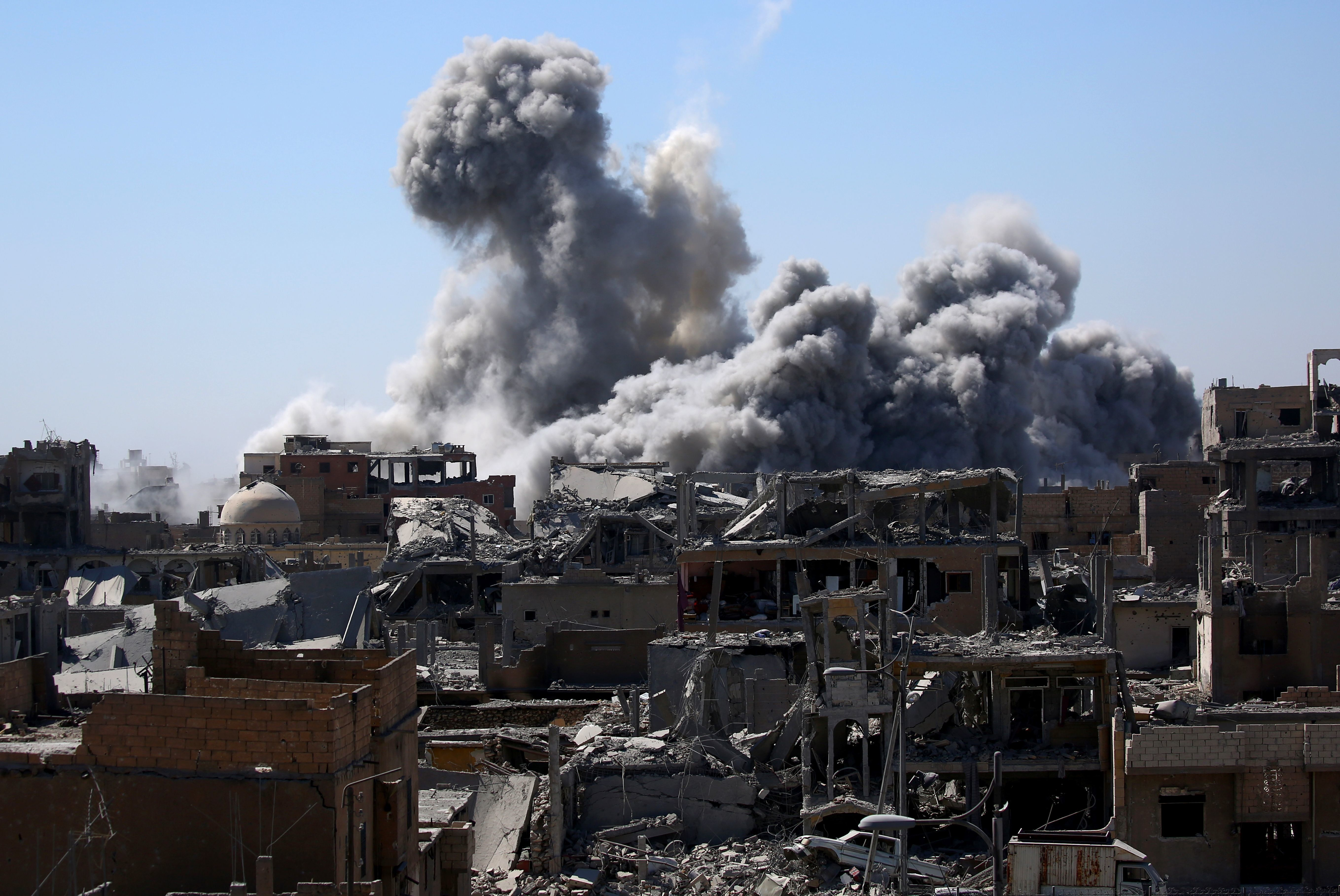 Smoke billows in the embattled northern Syrian city of Raqa on September 3, 2017, as Syrian Democratic Forces (SDF), a US backed Kurdish-Arab alliance, battle to retake the city from the Islamic State (IS) group.  / AFP PHOTO / DELIL SOULEIMAN        (Photo credit should read DELIL SOULEIMAN/AFP/Getty Images)