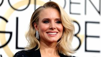 Actress Kristen Bell arrives at the 74th Annual Golden Globe Awards in Beverly Hills, California, U.S., January 8, 2017.   REUTERS/Mike Blake