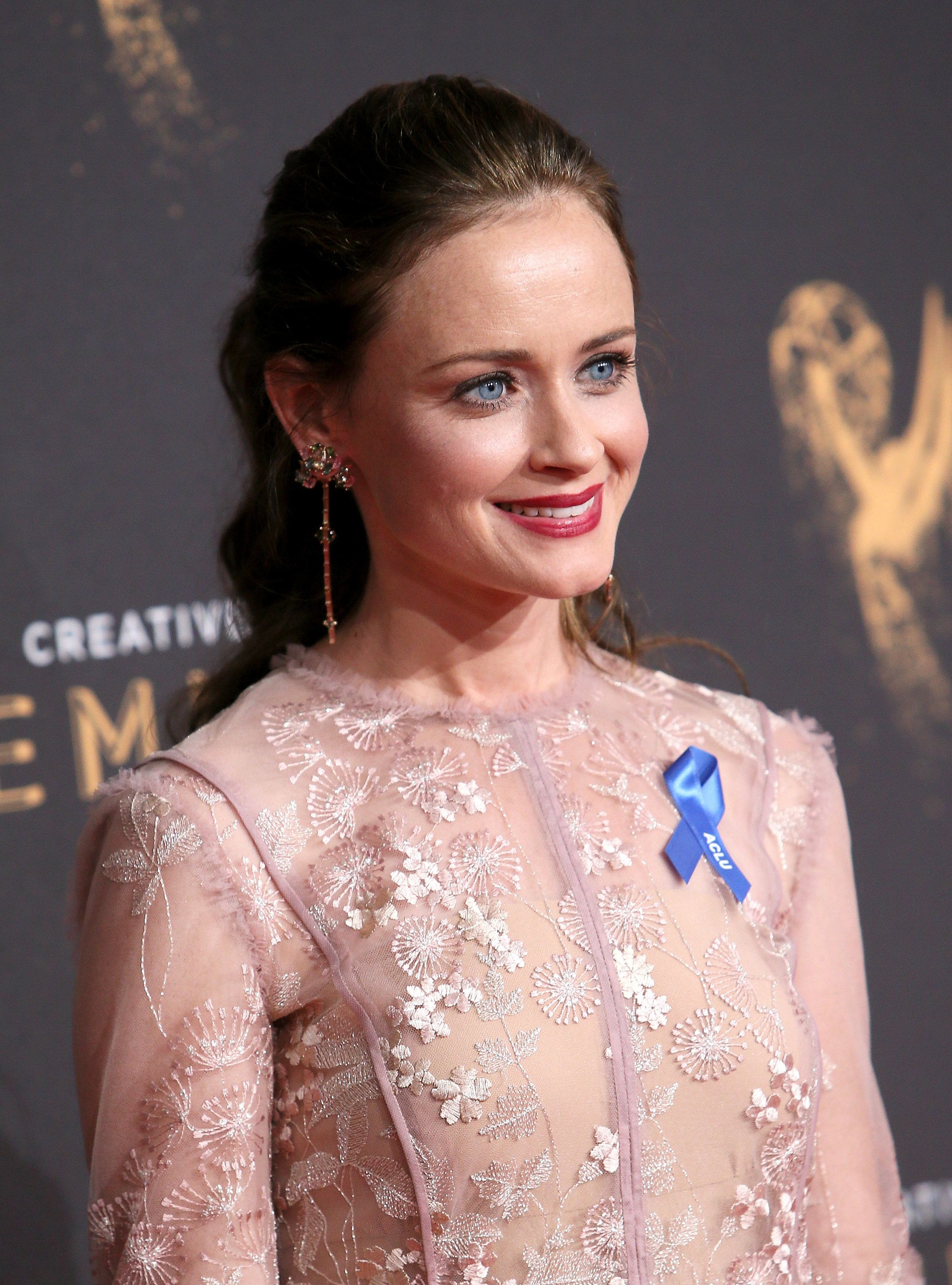 LOS ANGELES, CA - SEPTEMBER 10:  Actress Alexis Bledel attends the 2017 Creative Arts Emmy Awards at Microsoft Theater on September 10, 2017 in Los Angeles, California.  (Photo by David Livingston/Getty Images)