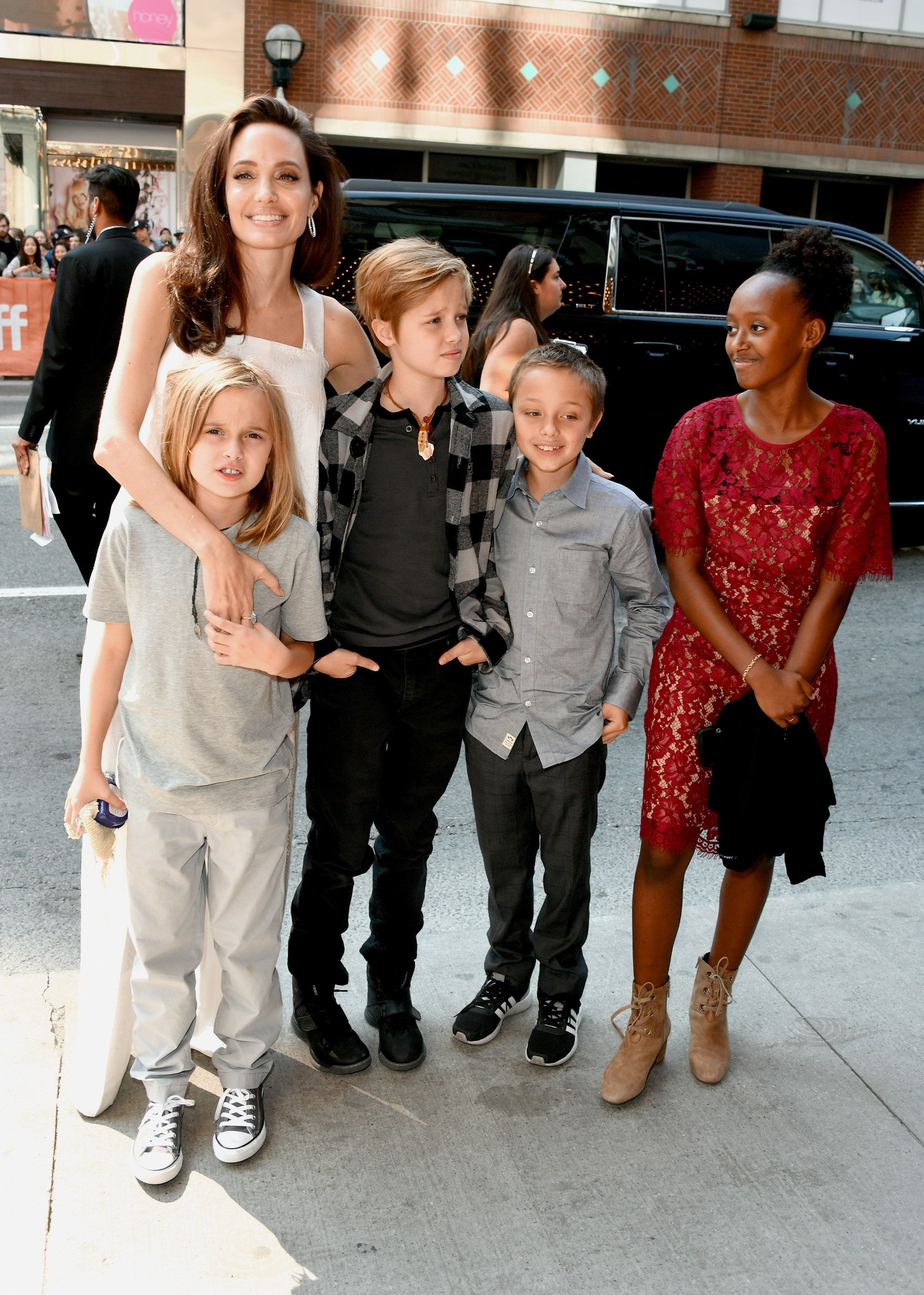 TORONTO, ON - SEPTEMBER 10:  (L-R) Angelina Jolie, Vivienne Jolie-Pitt, Shiloh Jolie-Pitt, Knox Leon Jolie-Pitt, and Zahara Jolie-Pitt attend 'The Breadwinner' premiere during the 2017 Toronto International Film Festival at Winter Garden Theatre on September 10, 2017 in Toronto, Canada.  (Photo by George Pimentel/WireImage)