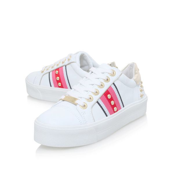 "<a href=""http://www.kurtgeiger.us/women/shoes/trainers/low-tops/lax-white-comb-leather-carvela-kurt-geiger"" target=""_blank"">S"