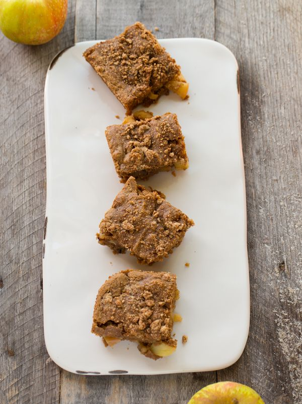 """<strong>Get the <a href=""""http://kblog.lunchboxbunch.com/2016/09/apple-walnut-crumble-coffee-cake-vegan.html"""" target=""""_blank"""">"""