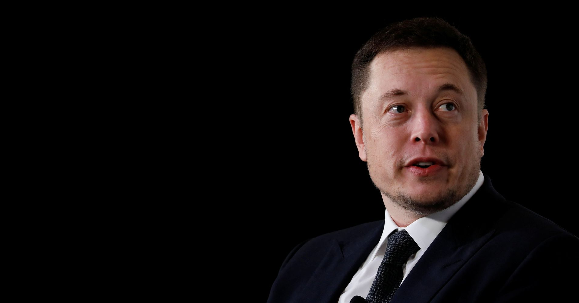 Reporter Writes Glowing Article About Elon Musk But Leaves Out Key Details