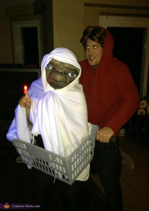 Diy couples costumes for halloween that are actually pretty clever 9 et and elliot from et solutioingenieria Gallery