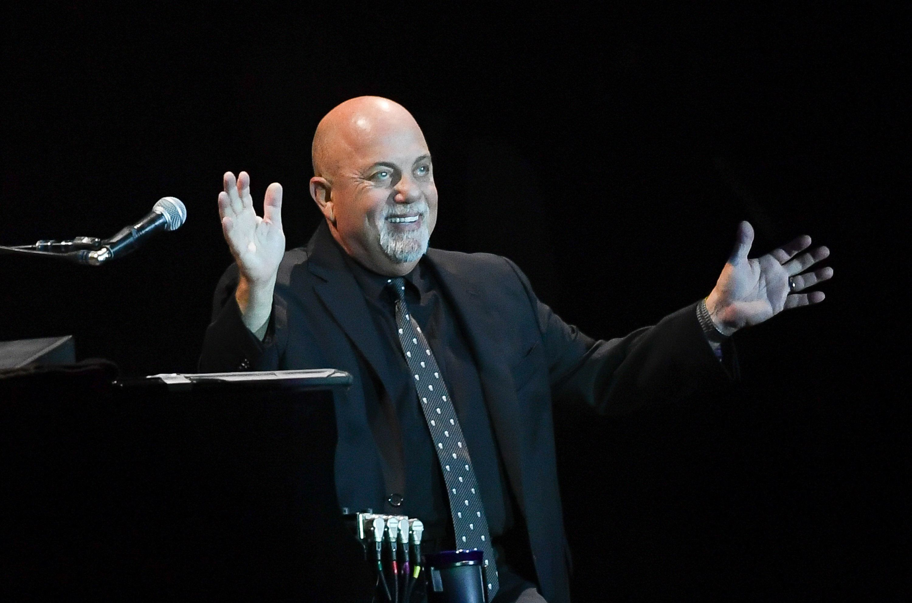 LONDON, ENGLAND - SEPTEMBER 10:  Billy Joel performs at Wembley Stadium on September 10, 2016 in London, England.  (Photo by Samir Hussein/Getty Images)
