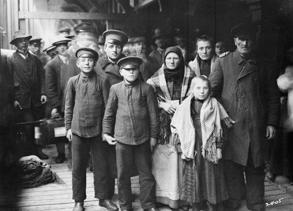 German Immigrants on arrival; late 19th/early 20th Century