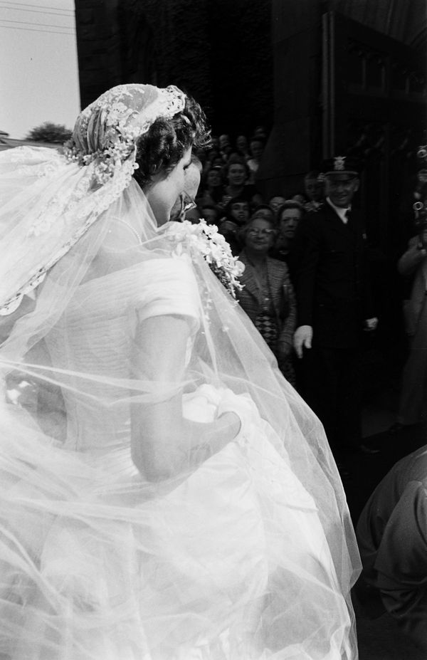 Must see photos from john f kennedy and jackie kennedys wedding future us first lady jacqueline kennedy 1929 1994 in a battenburg wedding dress arrives at st marys church for her wedding to john f kennedy junglespirit Image collections