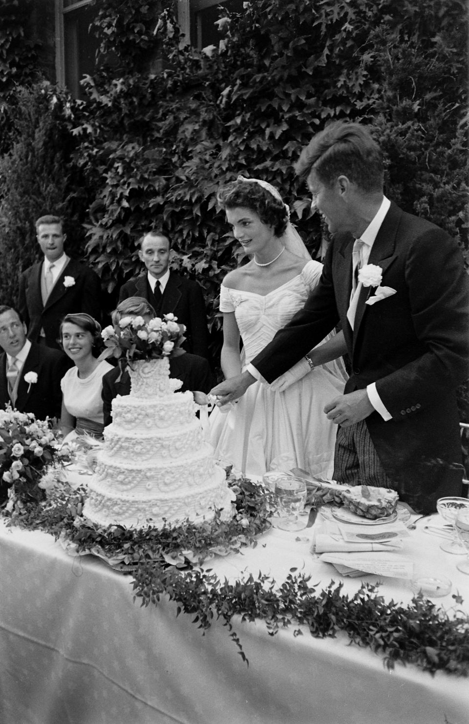 Must See Photos From John F Kennedy And Jackie Kennedy S Wedding Huffpost Life