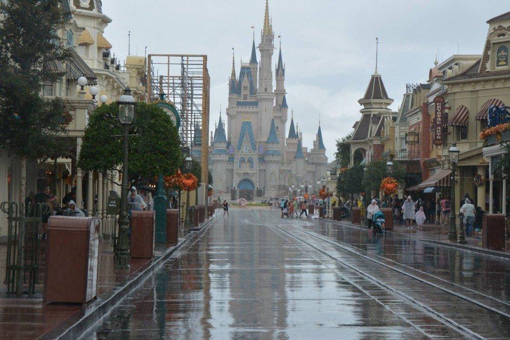 Imagens de bastidor mostram como a Disney se preparou para o furacão