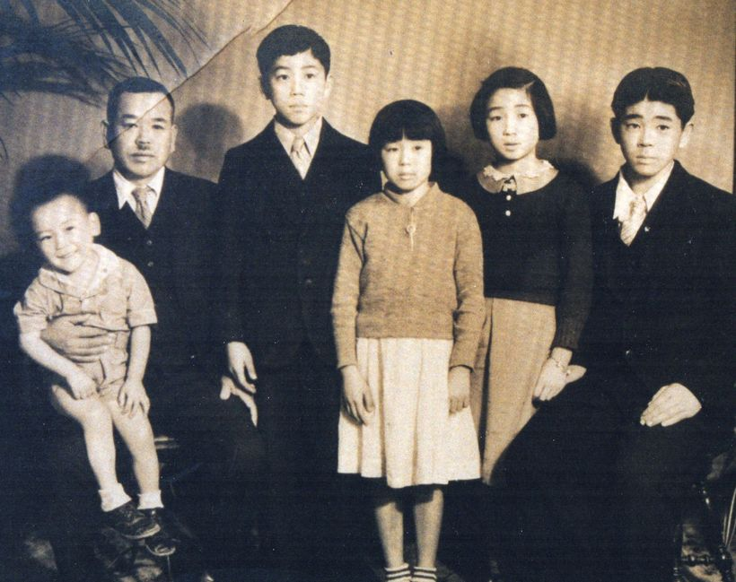 Kunitomo Mayeda and his five children, circa 1935