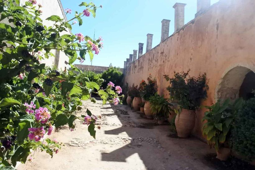 Arkadi Monastery: detail of the courtyard of the refectory.