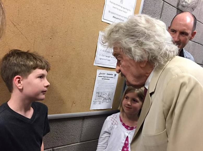 "Hal Holbrook as ""Mark Twain"" greeting young fans after a performance in Mesa, AZ (Feb. 24, 2017)"