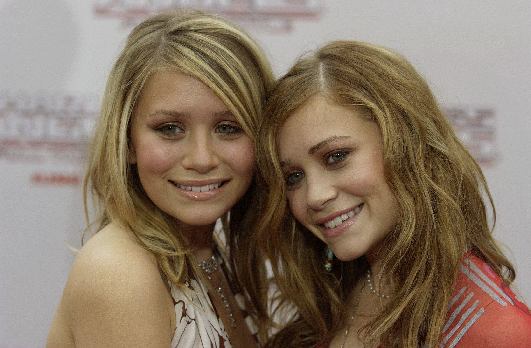 "Actresses Mary-Kate (L) and Ashley Olsen, twin sisters arrive for the premiere of their new film ""Charlie's Angels Full Throttle"" in Hollywood June 18, 2003. The film stars Lucy Liu, Drew Barrymore and Cameron Diaz and opens June 27 in the United States.      PP03060056       REUTERS/Lucy Nicholson  FP/WS"