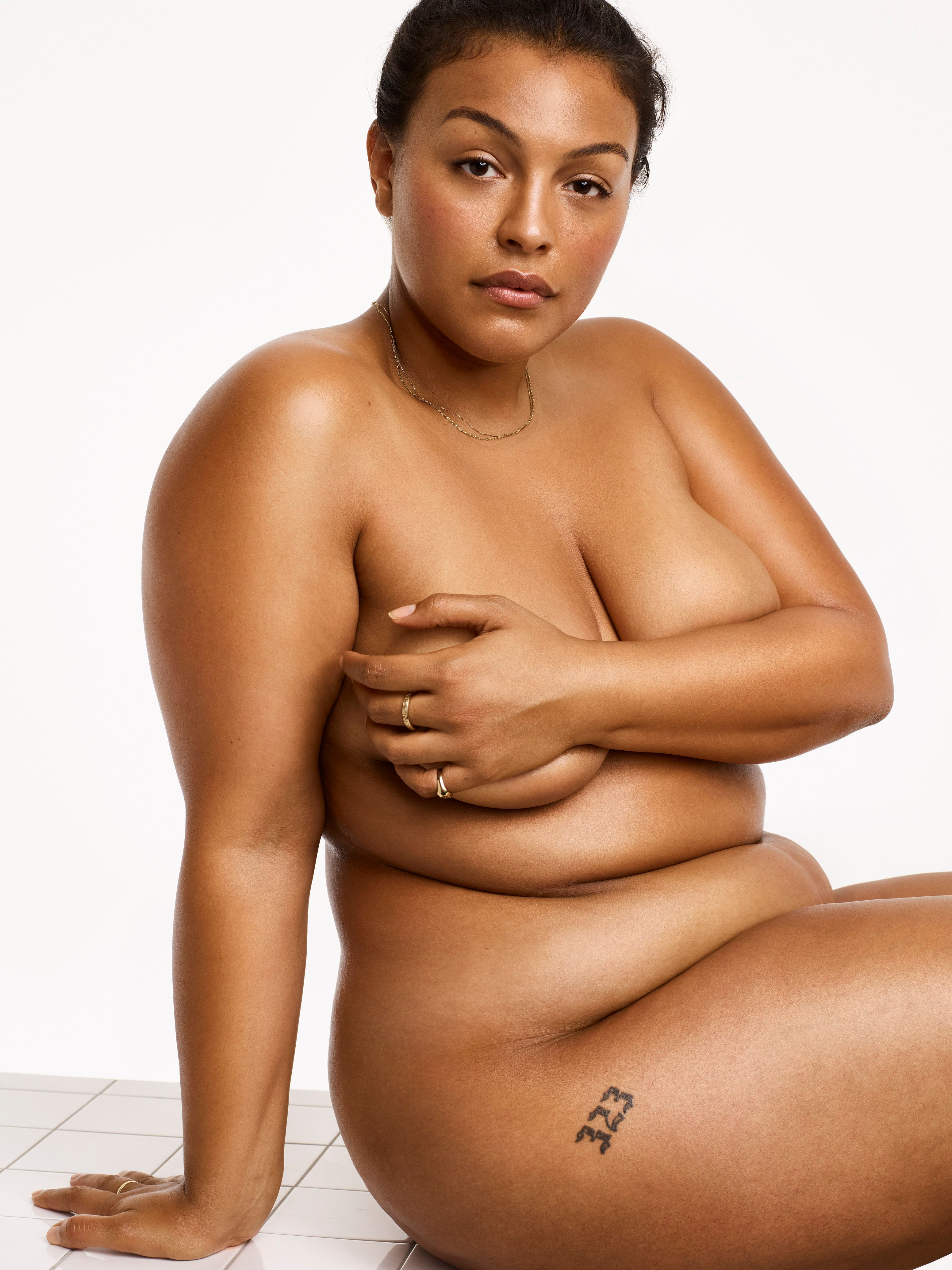 """Elesser starred in the <a href=""""http://www.huffingtonpost.com/entry/nike-plus-size-model-sports-bra_us_5788fffbe4b0867123e0ec10"""">landmark Nike ad</a> that finally acknowledged curvy women work out, too."""