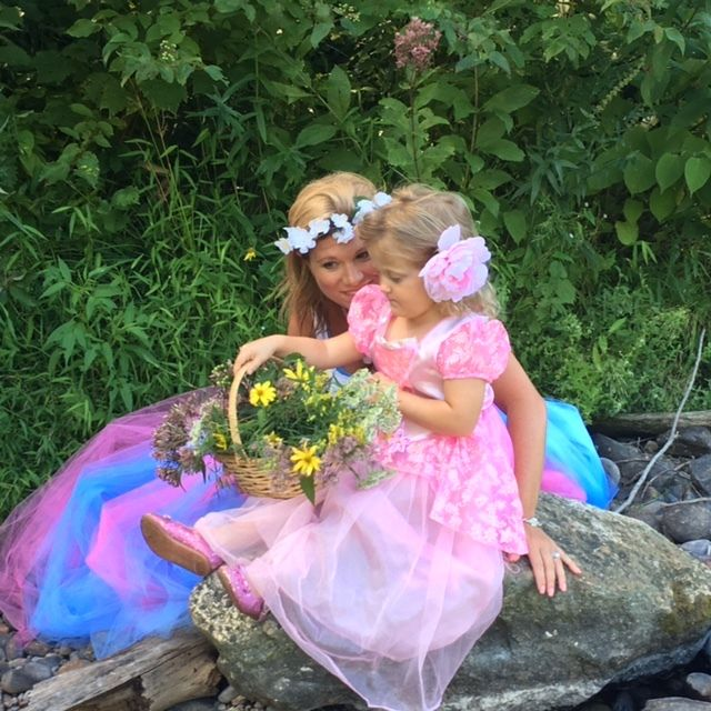 "<p><a rel=""nofollow"" href=""http://www.petitpics.com/"" target=""_blank"">Our Fairy Photo Shoot at Le Petit Studios</a></p>"
