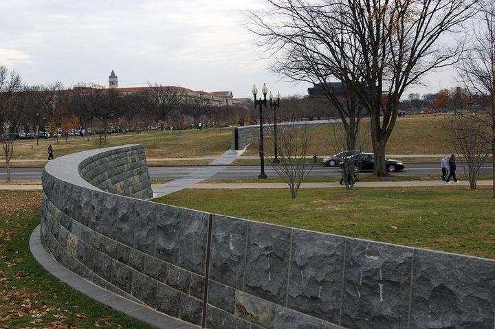 <p><em>17th Street Dam, Potomac Park Levee. </em></p>