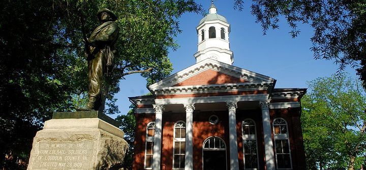 "<a rel=""nofollow"" href=""https://commons.wikimedia.org/wiki/File:Loudoun_County_Courthouse_in_Leesburg,Virginia.jpg"" target=""_"