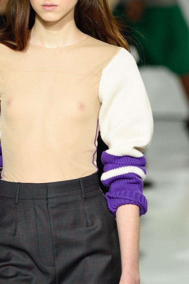 Ce pull transparent Calvin Klein en rupture de stock va vous