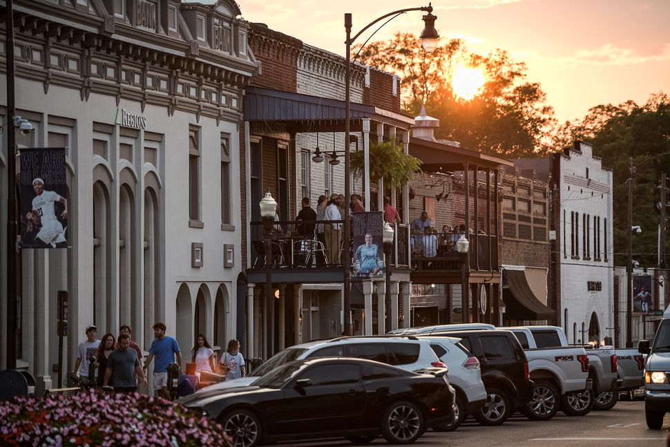 HuffPost leaves Oxford, Mississippi, with the setting sun headed for Memphis, Tennessee.