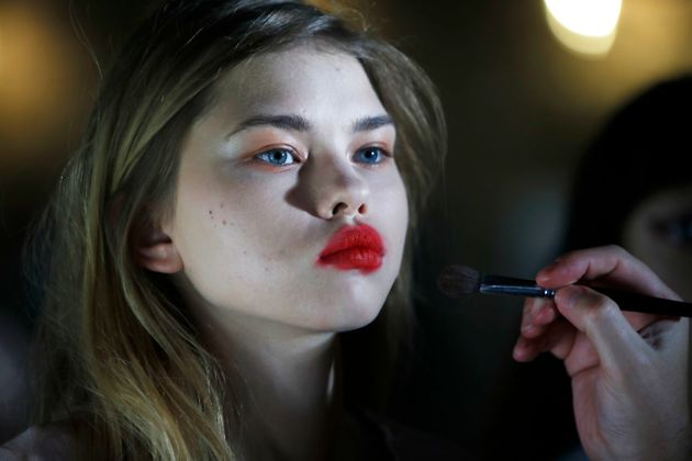 See How London Fashion Week Models Get Ready